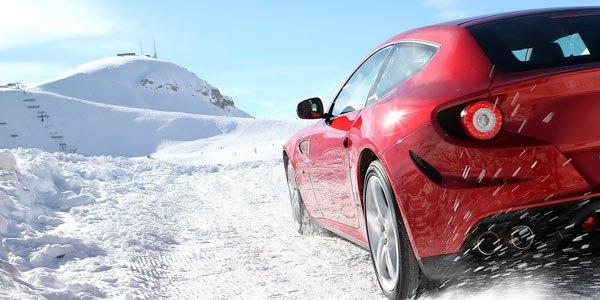 La Ferrari FF dans la neige