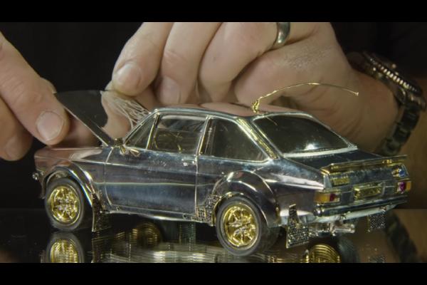 Une Ford Escort en or, argent et diamants aux enchères