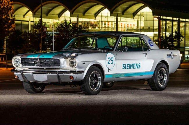 Une Mustang de 1965 autonome en piste à Goodwood