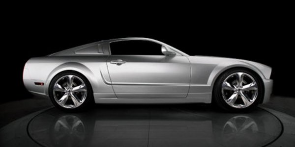 Iacocca fête les 45 ans de la Mustang