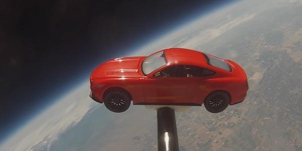 Un concessionnaire Ford envoie une Mustang dans l'espace