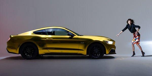 Ford : une Mustang dorée pour célébrer la fin de l'année