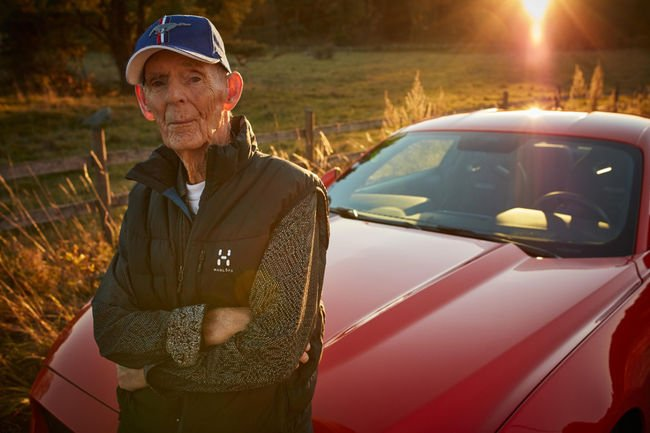 A 97 ans, il s'offre une Ford Mustang GT !