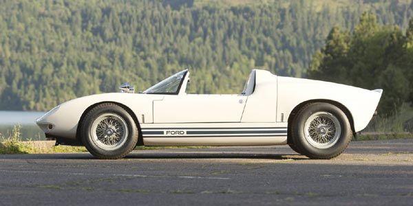 Une Ford GT40 Roadster Prototype aux enchères