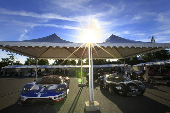 Le Mans Classic : un tour en Ford GT40 avec Olivier Pla