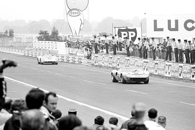 Ickx, Oliver et leur Ford GT40 réunis à Goodwood