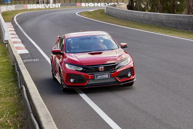 Jenson Button signe un nouveau record avec la Honda Civic Type R