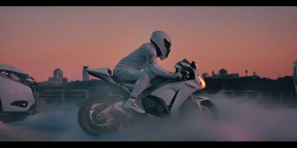 Honda met les gaz dans son dernier spot de pub
