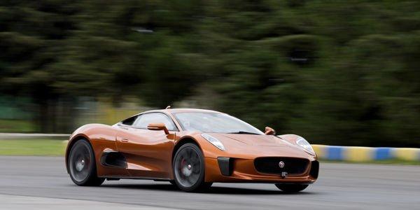 Felipe Massa teste la Jaguar CX-75 de Spectre