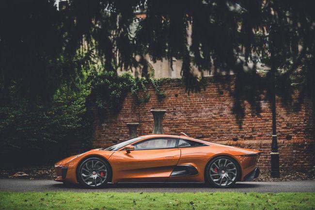 RM Sotheby's : une Jaguar C-X75 de Spectre aux enchères