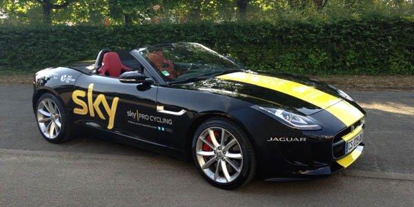 Chris Froome reçoit une Jaguar F-Type