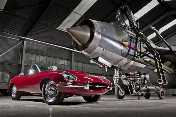 jaguar type e meilleure voiture anglaise de tous les temps actualit automobile motorlegend. Black Bedroom Furniture Sets. Home Design Ideas