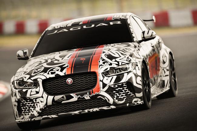 La Jaguar XE SV Project 8 en approche