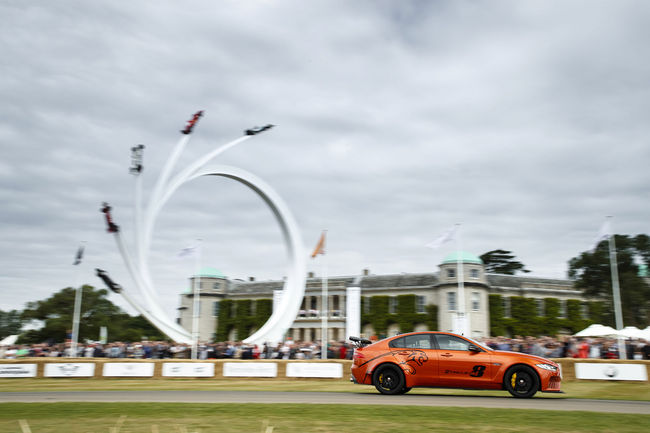 La Jaguar XE SV Project 8 primée à Goodwood