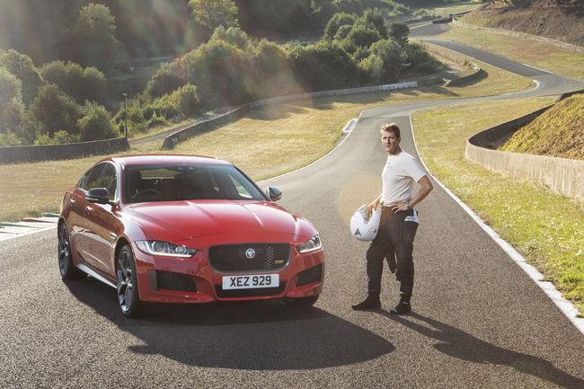 La Jaguar XE 300 Sport s'illustre sur le circuit historique de Charade
