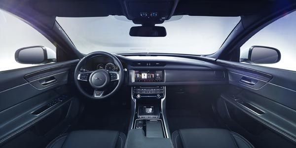Jaguar tease sa nouvelle XF