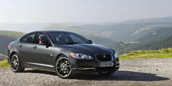 Jaguar XF Black Pack, Paint it Black