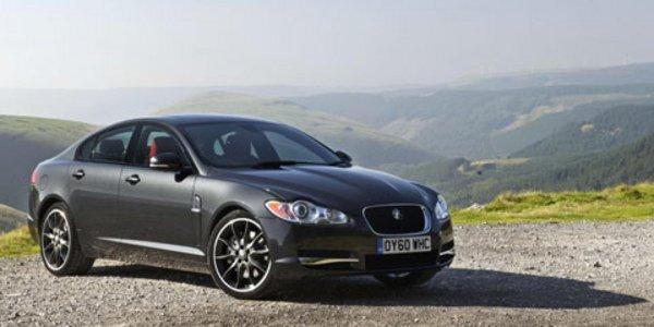 Jaguar XF Black Pack, Paint it Black