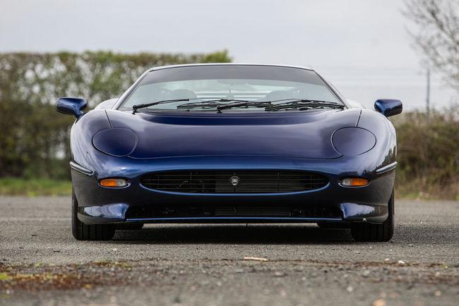 Silverstone Auctions : deux Jaguar XJ220 à Heythrop Park