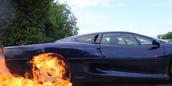 Vidéo : une Jaguar XJ220 en burnout !