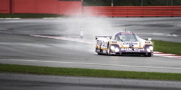 La Jaguar XJR rencontre la XJR9-LM à Silverstone