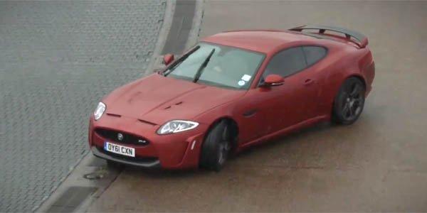 Drift en Jaguar XKR-S... les yeux bandés