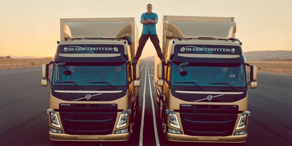 Van Damme fait son show sur deux camions