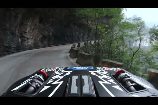 Ken Block en piste sur la Tianmen Mountain Big Gate Road