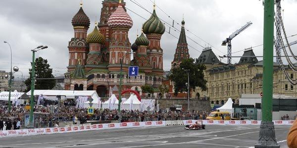 Kobayashi détruit sa F1 Ferrari à Moscou