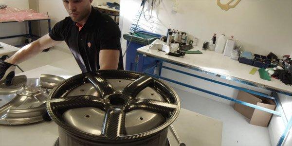 La fabrication des jantes carbone de la Koenigsegg One:1