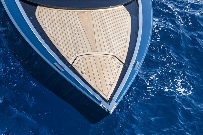 Le yacht Aston Martin AM37S présenté à Monaco