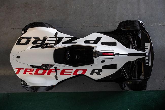 La BAC Mono désormais chaussée en Pirelli