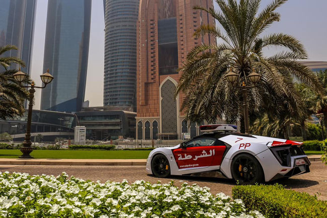 La Police d'Abu Dhabi présente sa Lykan HyperSport en vidéo