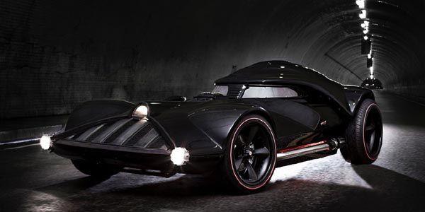 La voiture de Dark Vador prend la route