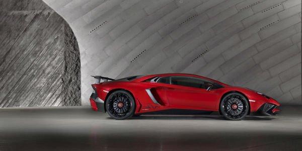 Lamborghini Aventador LP 750-4 SV : 600 unités seulement