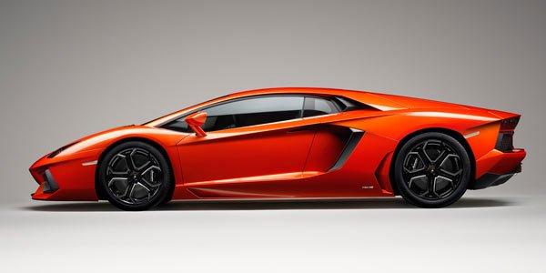 Lamborghini Aventador : en mode V6 ?