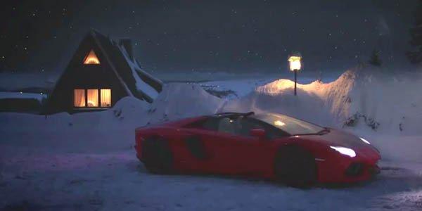Le Père Noël roule en Aventador !