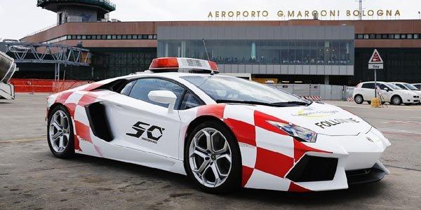 Une Aventador à l'aéroport de Bologne !