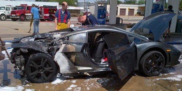 Une Lamborghini Gallardo prend feu