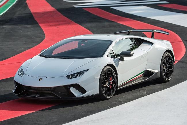La Lamborghini Huracan Performante Spyder en approche