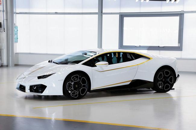 La Lamborghini du Pape vendue 809 375 euros