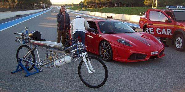 Record : lancé à 333 km/h sur une bicyclette