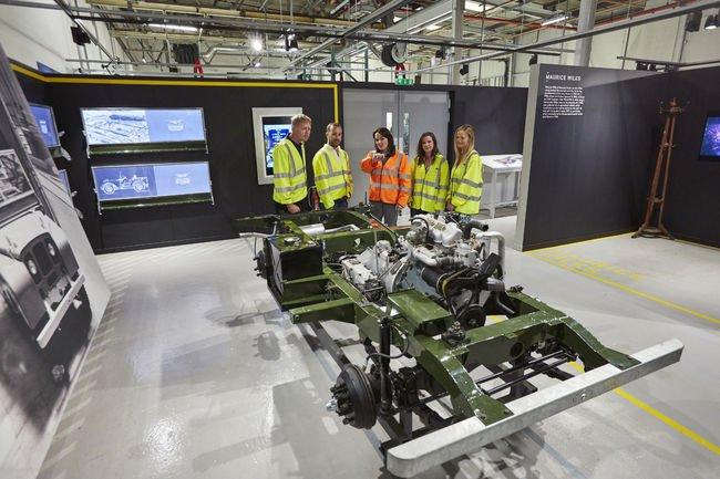 Land Rover Classic lance son Reborn Tour