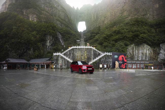 Le Range Rover Sport affronte la Dragon Road
