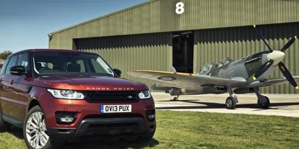 Goodwood : Range Rover Sport vs Spitfire