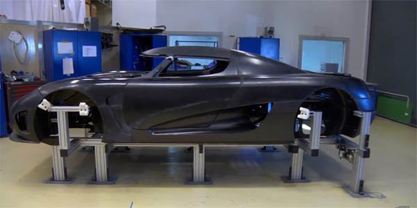 Le travail du carbone chez Koenigsegg