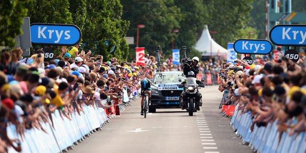 Le Jaguar F-Pace se dévoile sur le Tour de France