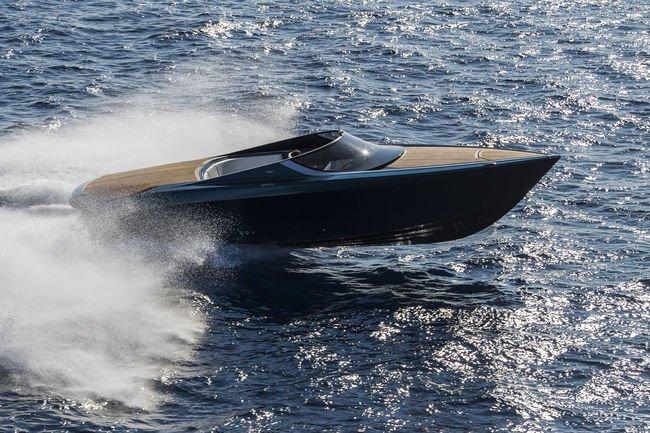 Aston Martin présente son Yacht AM37 à Monaco