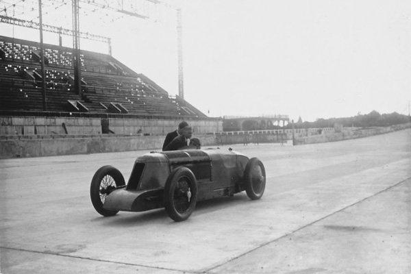 Rétromobile : exposition les Grandes Heures de l'Autodrome