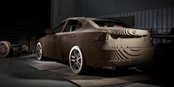 Une Lexus IS à l'échelle 1 en origami